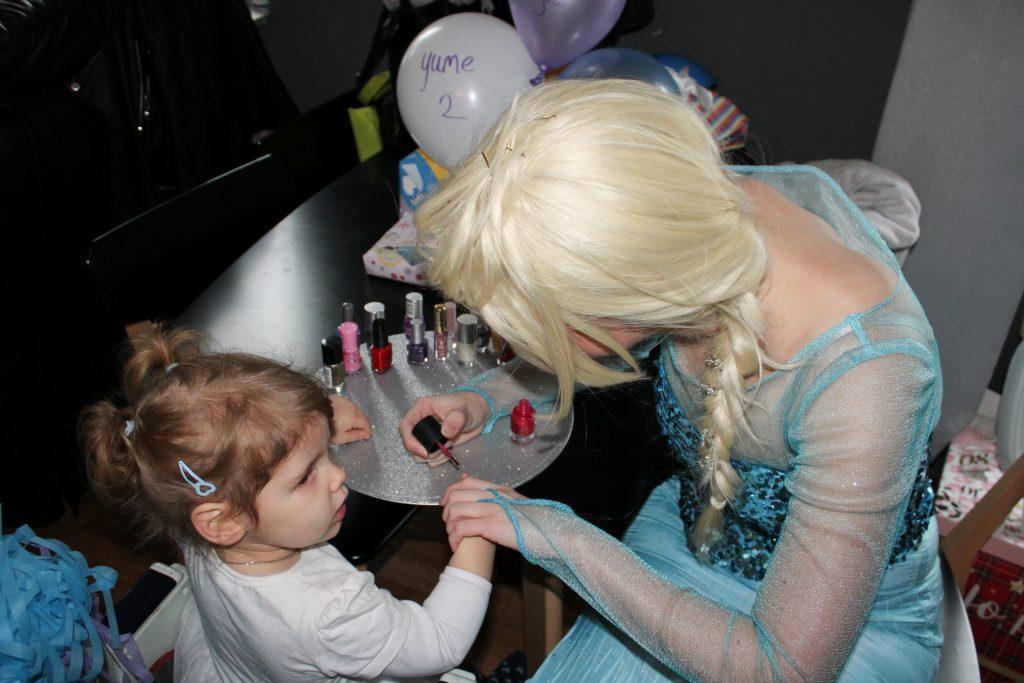 Elsa huren kinderfeestje nagelslakken prinsessenfeest